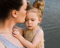 5 Signs Of Separation Anxiety In Toddlers And How To Remedy Them